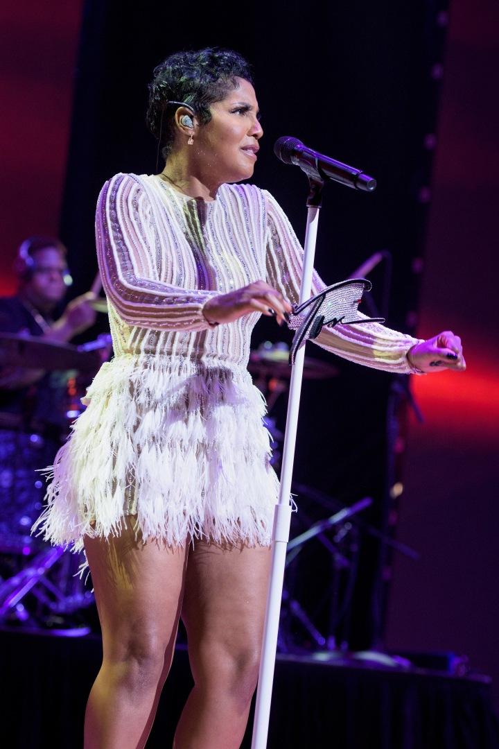 Toni Braxton performing 6 at 2016 BMI R&B/Hip-Hop Awards