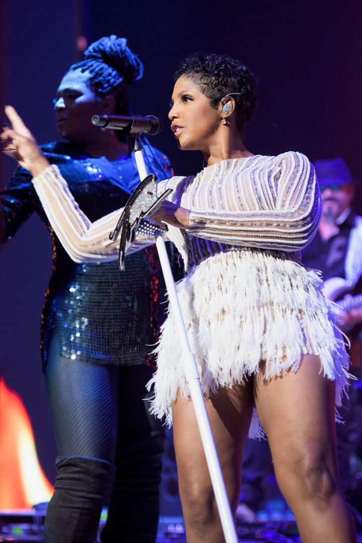 Toni Braxton performing at 2016 BMI R&B/Hip-Hop Awards